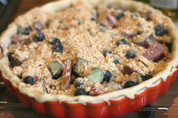 Rhubarb pie with crumble topping