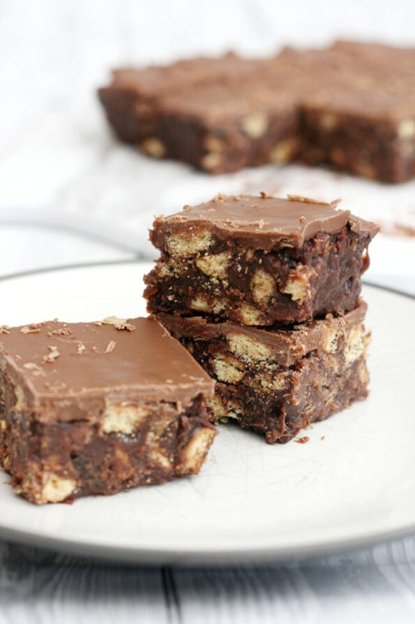 3 pieces of chocolate tiffin on a plate