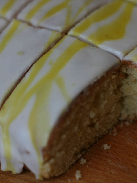 iced lemon traybake