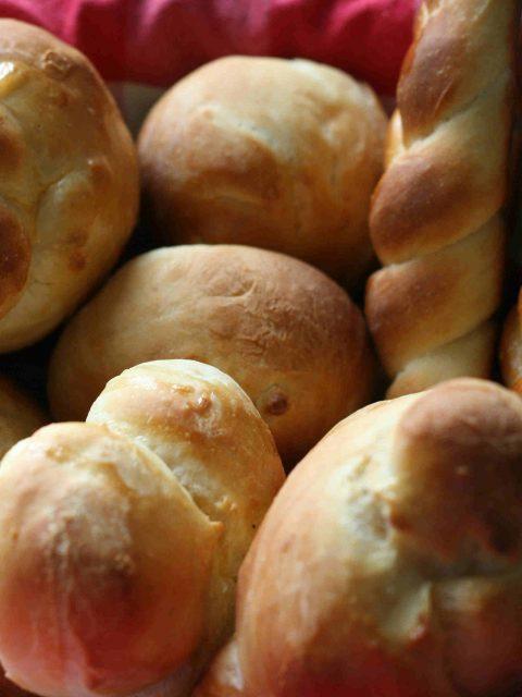 shaped dinner rolls