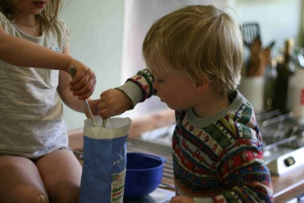 kids measuring sugar