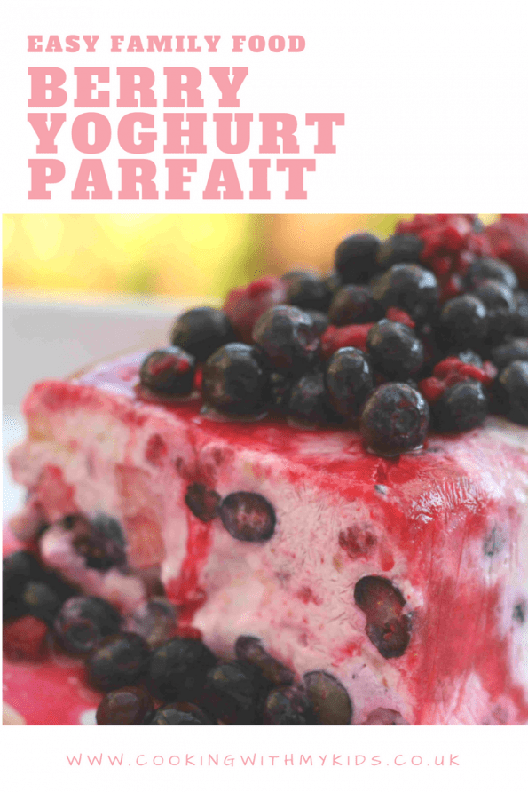 berry yoghurt parfait