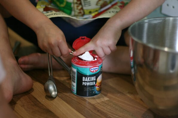 measuring baking powder