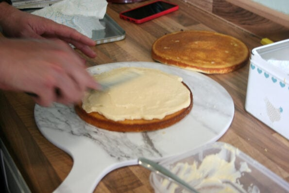 adding pastry cream to a sponge