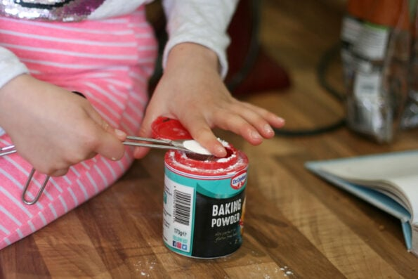 measuing a tsp of baking powder