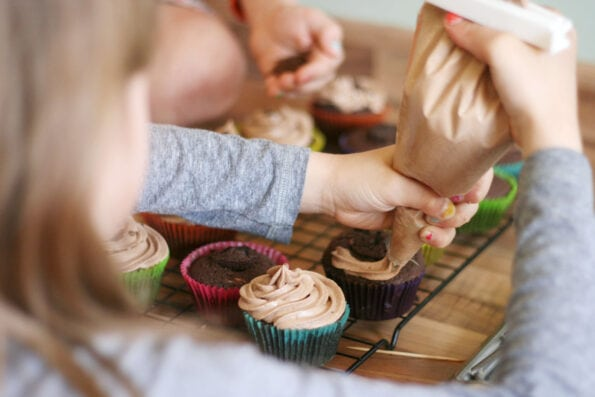 child decorating Nutella cupcakes